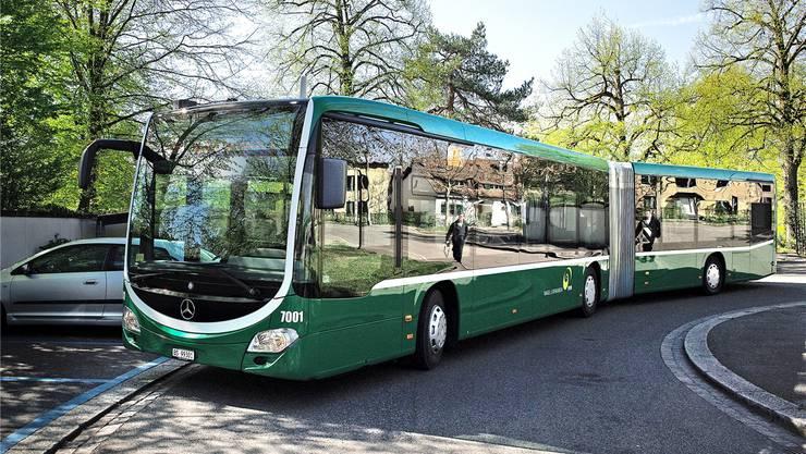 Bis Ende Jahr werden 55 Gelenkbusse der Marke Mercedes-Benz dem Verkehr übergeben.