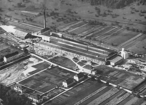 Die Sodafabrik kurz nach der Betriebsaufnahme im Jahr 1916 (links).