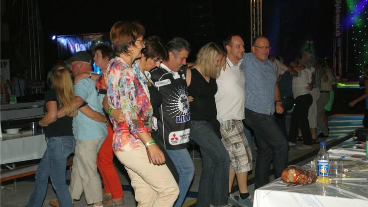 Das Publikum tanzte Sirtaki zum Song «Tanz, Alexis, tanz».