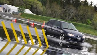 In den letzten zwei Nächten kam es im Aargau zu insgesamt sechs Autounfällen. Bei allen sassen Neulenker hinter dem Steuer. Was bringen die obligatorischen Neulenkerkurse?