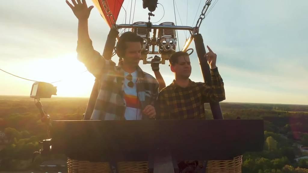 Hoch hinaus: DJ plant Auftritt in Heissluftballon