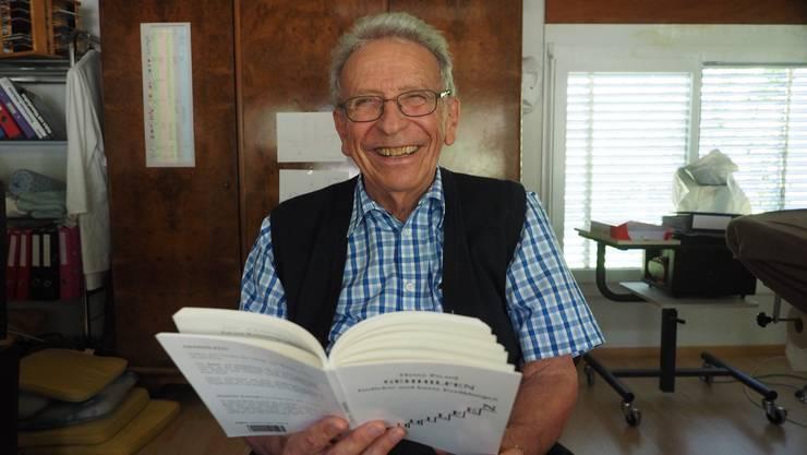 Humor ist sein Markenzeichen: Mit «Gehhilfen» legt Heinz Picard einen Band mit Gedichten und Kurzgeschichten vor.