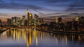 Die Skyline der deutschen Finanzmetropole Frankfurt sieht zwar imposant aus – doch die Banken selbst stecken in grossen Schwierigkeiten.