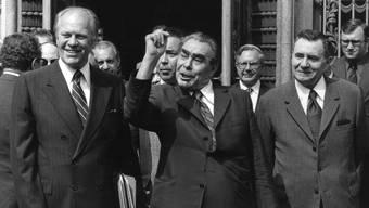 Eine historische Konferenz in Helsinki: US-Präsident Gerald Ford (links), KPdSU-Parteichef Leonid Breschnew (Mitte) und Sowjet-Aussenminister Andrei Gromyko (31. Juli 1975).keystone