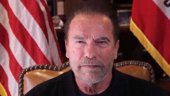 Arnold Schwarzenegger wendet sich auf Twitter an seine amerikanischen Mitbürgerinnen und Mitbürger.