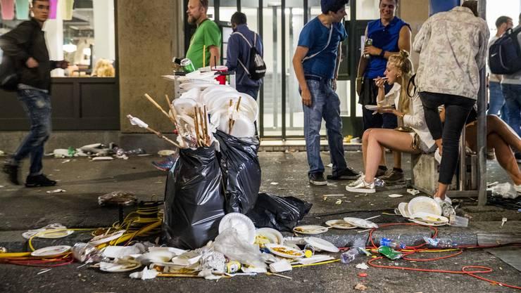 Rave im Müll: An der Street Parade will man dafür sorgen, dass der Abfallberg sinkt. (Archiv)