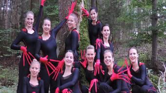 Das Kostüm mit den langen Fingern gehört zu der aktuellen Choreografie der Gymnastikgruppe Bözen.ZVG