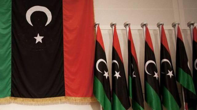 Reihe von libyschen Nationalflagggen