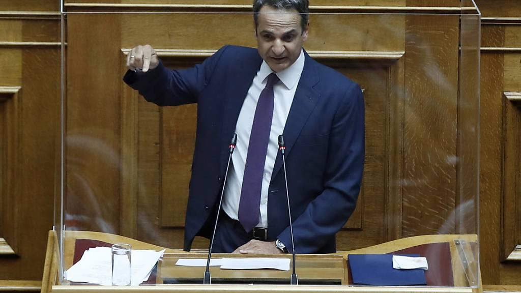Kyriakos Mitsotakis, Ministerpräsident von Griechenland, sagt, sein Land plane, das Recht auszuüben, die Hoheitsgewässer entlang seiner Westküste von sechs auf 12 Seemeilen zu erweitern. Foto: Thanassis Stavrakis/AP/dpa