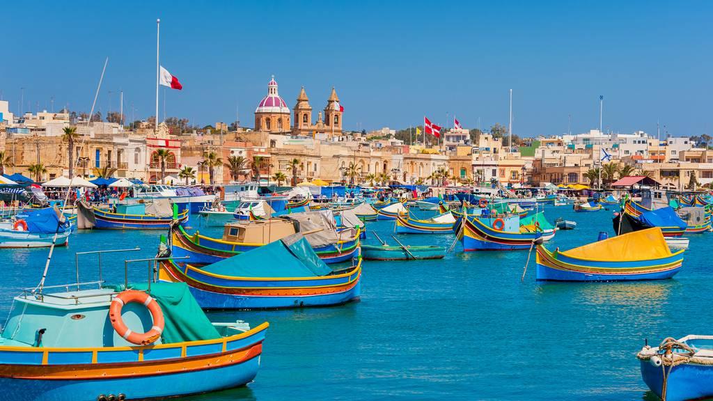 Bist du bereit für Ferien in England oder Malta?