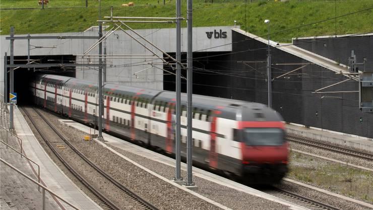 Ausbau Lötschbergbasistunnel: Die bestehende zweite Röhre wird ausgebaut, heute ist nur eine Röhre durchgehend befahrbar. Kosten: 930 Mio. Fr.