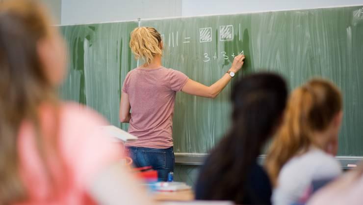 «Wir müssen endlich wissen, wie viel unsere Lehrkräfte arbeiten», sagte Christoph Ziegler (GLP, Elgg) (Symbolbild)