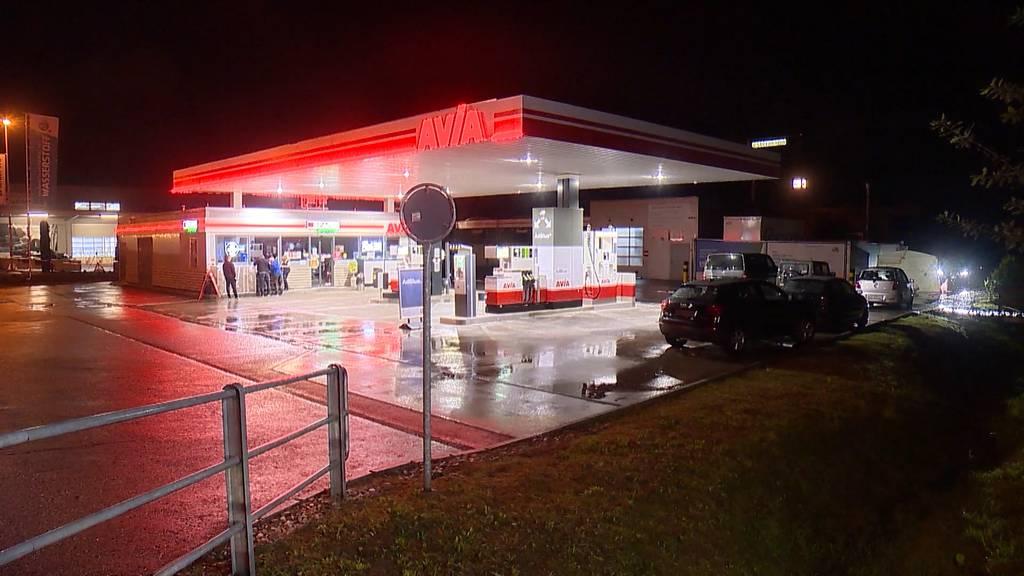 Tödlicher Streit: Bei einer Tankstelle in Geuensee eskaliert es, ein Opfer stirbt