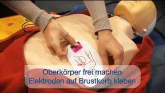 So funktioniert die Wiederbelebung mit dem Defibrillator.