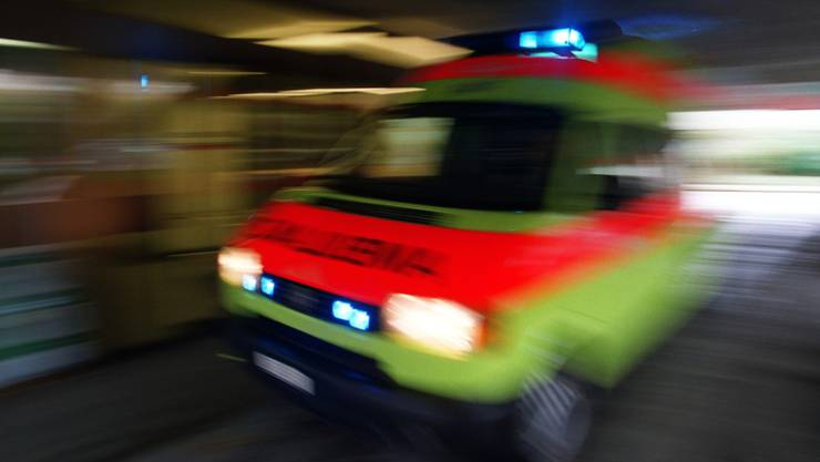 Ein 26-jähriger Velofahrer wurde in Zürich nach einem Sturz in kritischem Zustand ins Spital gefahren.