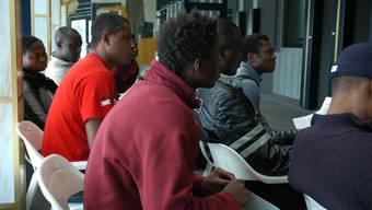 In den Integrationsprogrammen ist die hohe Zuweisung von Asylsuchenden spürbar. (Symbolbild)