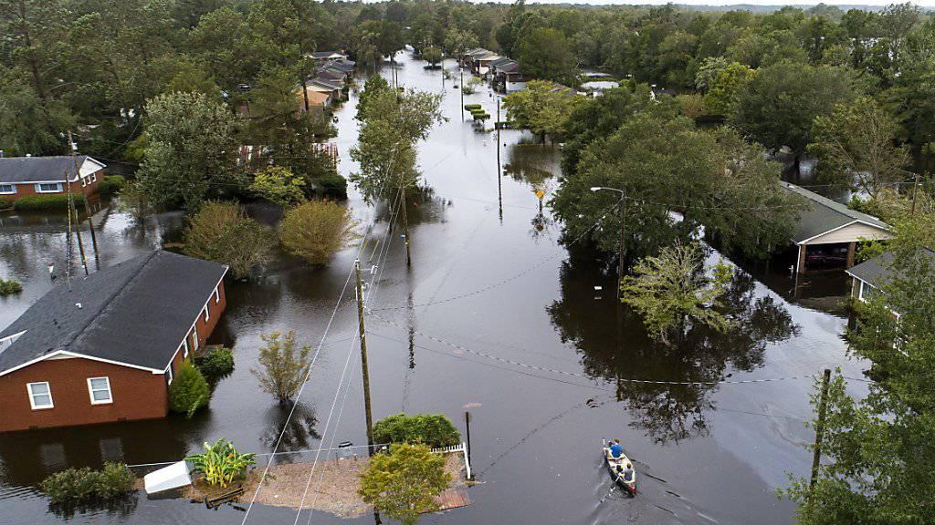 In New Bern (North Carolina) traten gleich zwei Flüsse meterhoch über die Ufer und überschwemmten Teile der Stadt.
