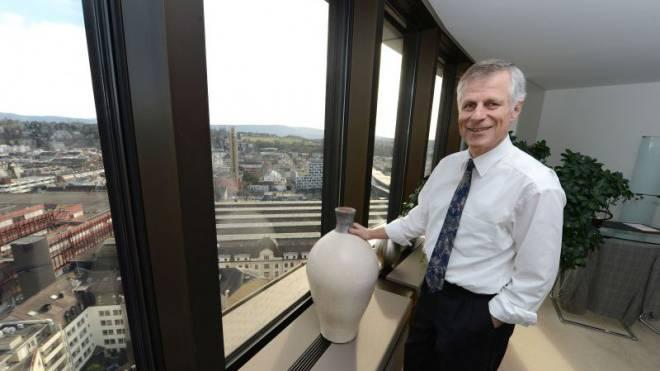 Peter Dittus in seinem Büro im 17. Stock des BIZ-Turms am Centralbahnplatz. Foto: Juri Junkov