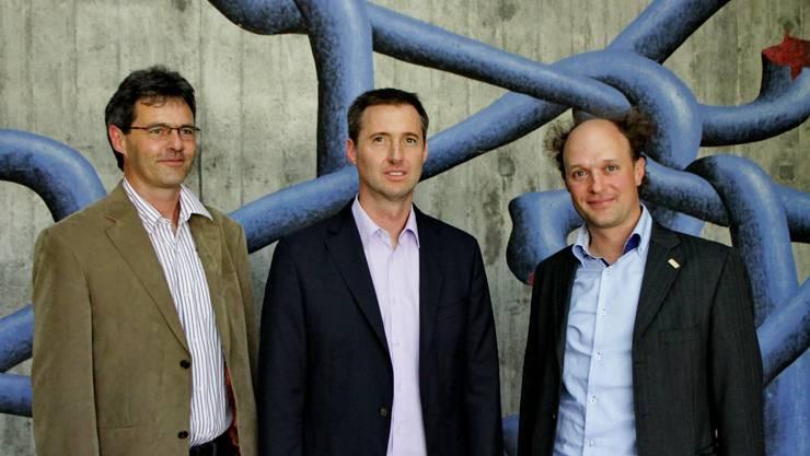 Schulleiter Rolf Glaus, Roger Kurt, Geschäftsführer Schulen Grenchen, Reto Kohli, Präsident des IHVG (v. l.).  ler