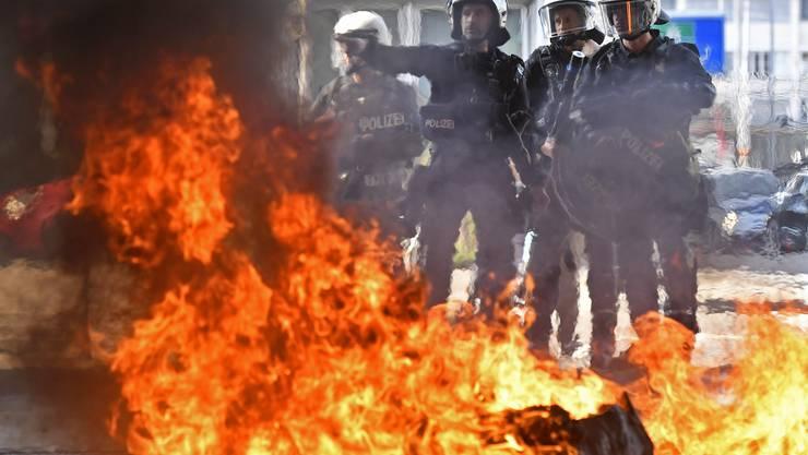Brennende Container bei der Gegendemonstration gegen den «Marsch fürs Läbe» am Samstag in Zürich.