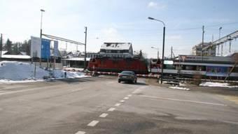 Der Bahnübergang ist momentan während rund acht Stunden pro Tag geschlossen.