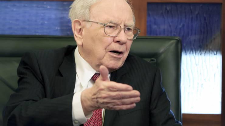 Der legendäre US-Investor Warren Buffett plant einen neue Grossübernahme (Archiv).