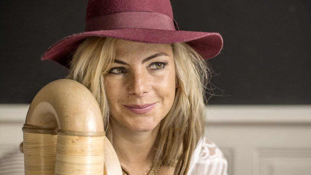 Nein, Eliana Burki ist nicht, was man sich unter einer traditionellen Alphornspielerin vorstellt: «Ich bin eine Rebellin» (Archiv).