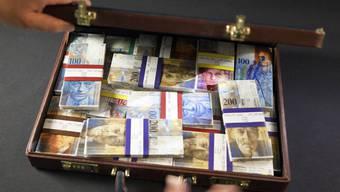 Ein Koffer mit Schweizer Banknoten (Archiv)