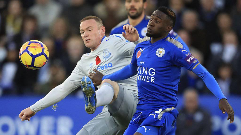 Leicesters Wilfred Ndidi (rechts) und Evertons Wayne Rooney kämpfen um den Ball