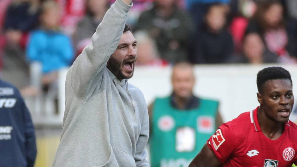 Darf vorerst aufatmen: Sandro Schwarz feiert mit Mainz einen wichtigen Sieg