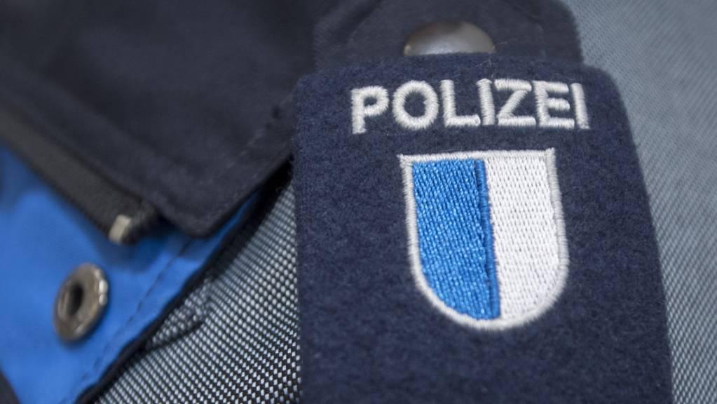 Luzerner Polizisten konnten drei mutmassliche Sprayer festnehmen. (Symbolbild)