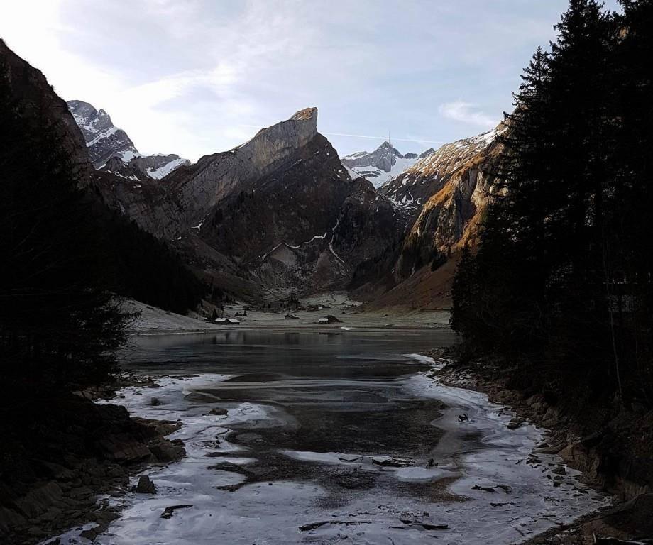 Der Seealpsee ist seit zehn Jahren zum ersten Mal wieder zugefroren (© zVg)