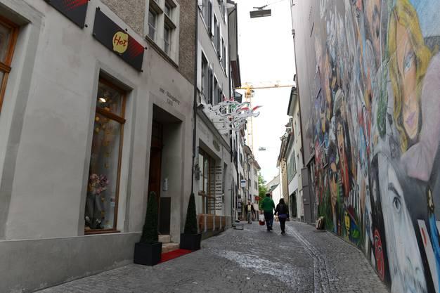 Zum «L'Unique» gehört das Graffiti mit den Rockstars. Von den Touristen wird es bewundert, die Basler übersehen es.