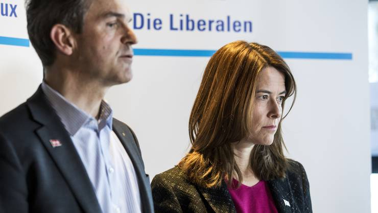 FDP-Fraktionspräsident Beat Walti und Parteipräsidentin Petra Gössi erläuterten den Entscheid am Samstag vor den Medien.