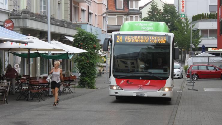 Da bei der Löwenkreuzung Belagserbeiten im Gang sind, werden die Busse durch die Bettlachstrasse umgeleitet.