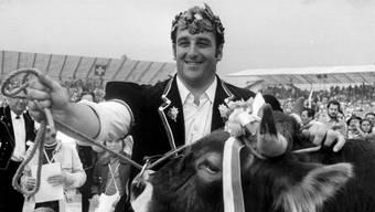 Der dreifache Schwingerkönig Rudolf Hunsperger am Eidgenössischen Schwinger- und Älplerfest 1974 in Schwyz.