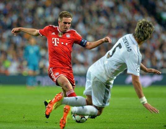 Bayern Captain Philipp Lahm gegen Fabio Coentrao (rechts)