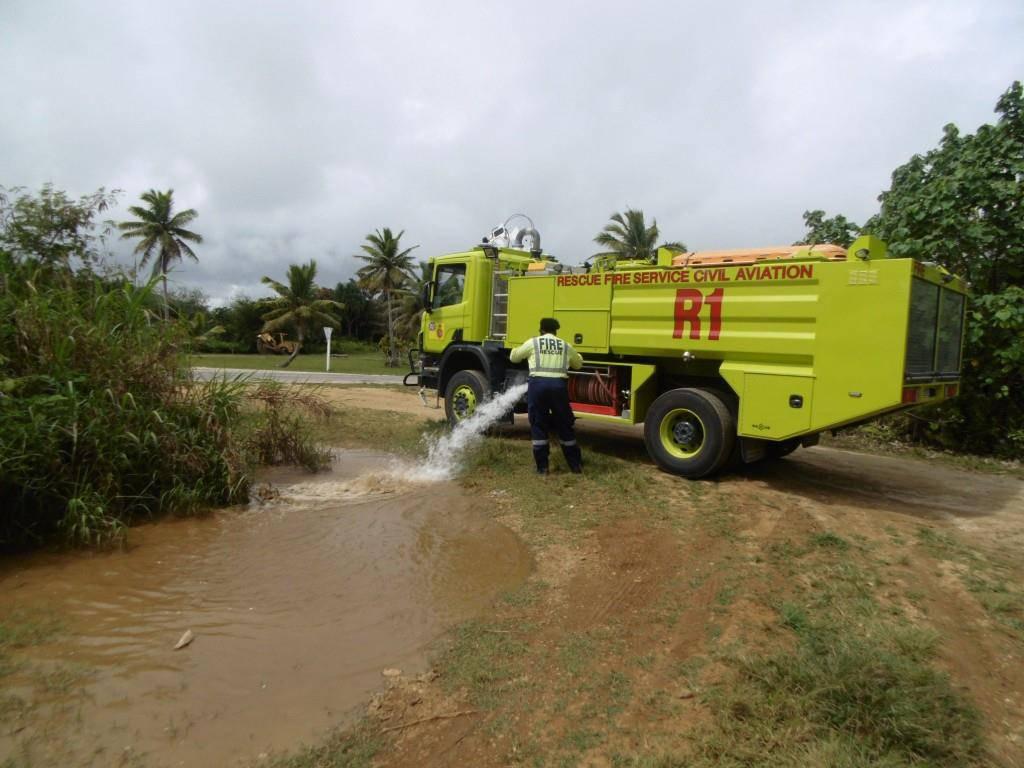 Die Feuerwehr hat den Tümpel regelmässig mit Wasser versorgt. (© Facebook/Trevor the Duck - Niue)