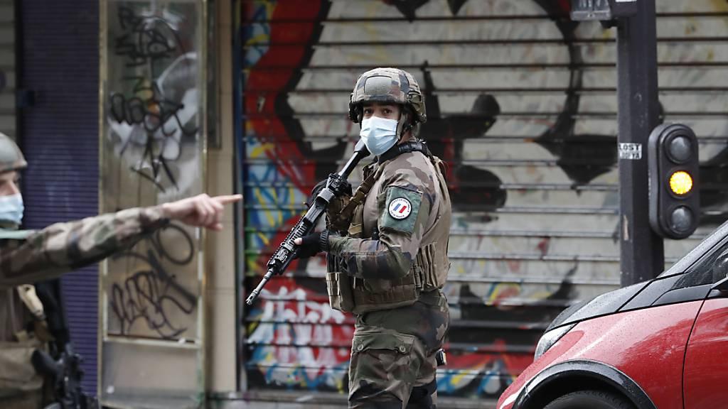 Minister will mehr Schutz für symbolische Orte nach Attacke in Paris