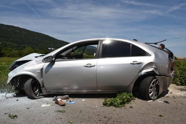 Egerkingen SO, 24.Juni: Ein von Härkingen herkommender Fahrzeuglenker verlor vor dem Kreisel in Fahrtrichtung Egerkingen die Kontrolle über sein Auto. Das Fahrzeug hob ab, schleuderte nach dem Aufprall auf dem Asphalt in einen Baum und kam danach zum Stillstand.
