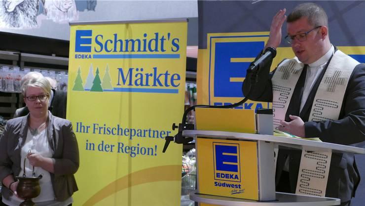 Den Segen Gottes für den neuen Markt und das Einkaufszentrum auf dem Brennet-Areal erbat Vikar Martin Metzler.