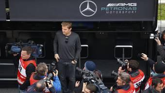 Trotz Rücktritt bei den Tests in Barcelona zu sehen: Nico Rosberg in der Mercedes-Garage.