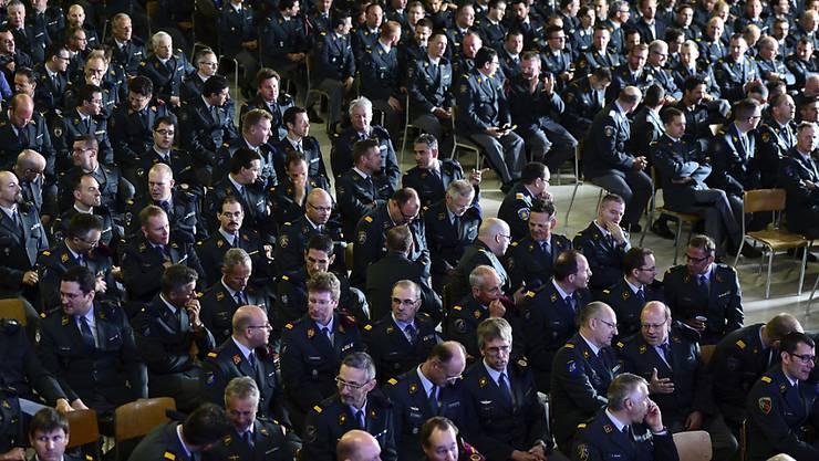 Der Bundesrat soll vorschlagen, wie viel Geld die Armee in den Jahren 2017 bis 2020 bekommen soll. Mit diesem Vorschlag will eine Kommission des Nationalrates die blockierte Armeereform wieder in Gang bringen. (Symbolbild)