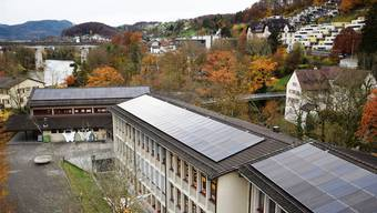 Die Solarmodule sind nicht nur nach Süden, sondern auch nach Osten und Westen ausgerichtet.