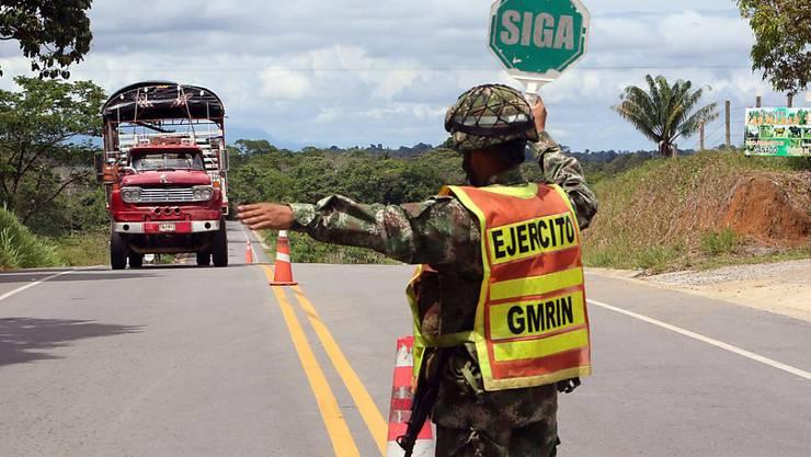 Strassenkontrolle in Kolumbien: Vor der Abstimmung über das Friedensabkommen mit der FARC-Guerilla wurden die Sicherheitsvorkehrungen im Land verstärkt.