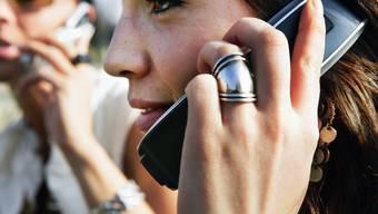 Jahrelanges Handy-Telefonieren erhöht das Krebsrisiko nicht - ausser vielleicht bei extremen Vieltelefonierern (Archiv)