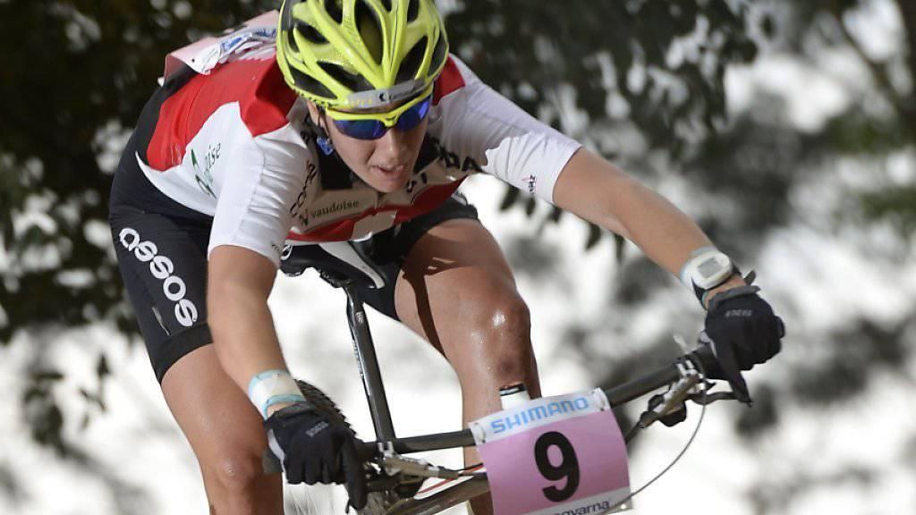 Die 22-jährige Urnerin Linda Indergand hat an der Mountainbike-WM in Tschechien ihren WM-Titel in der Disziplin Eliminator erfolgreich verteidigt