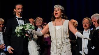 Umschwärmt: Sopranistin Barbara Buhofer in der Rolle der Operettendiva Odette Darimonde. Emanuel Freudiger