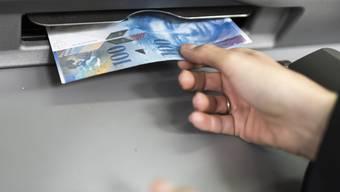 100 Franken, frisch ab Automat Trotz über 4500 Einwohnern ist das zum Beispiel in Weiningen nicht möglich. Auch in anderen Gemeinden ist der Unmut gross. KEY