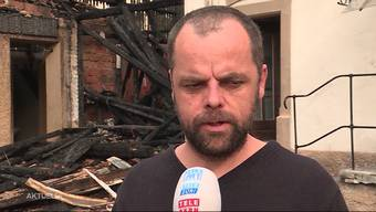 Vor zwei Wochen musste die Familie Frank mitten in der Nacht vor den Flammen des Brandes flüchten und dabei zusehen, wie ihr Zuhause, ein Mehrfamilienhaus in Stetten, abbrannte. Nun versucht der zweifache Familienvater mit einer Spendenaktion den Schritt zurück in die Normalität zu finden.